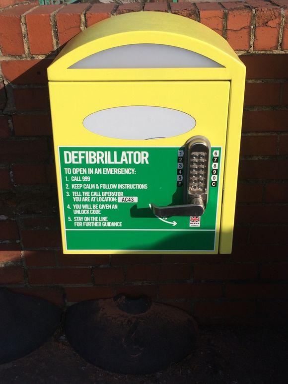 Defibrillator Training - Heart of the Community